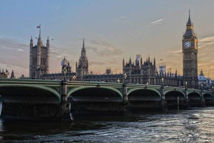 London, Big Ben, View of the Thames River