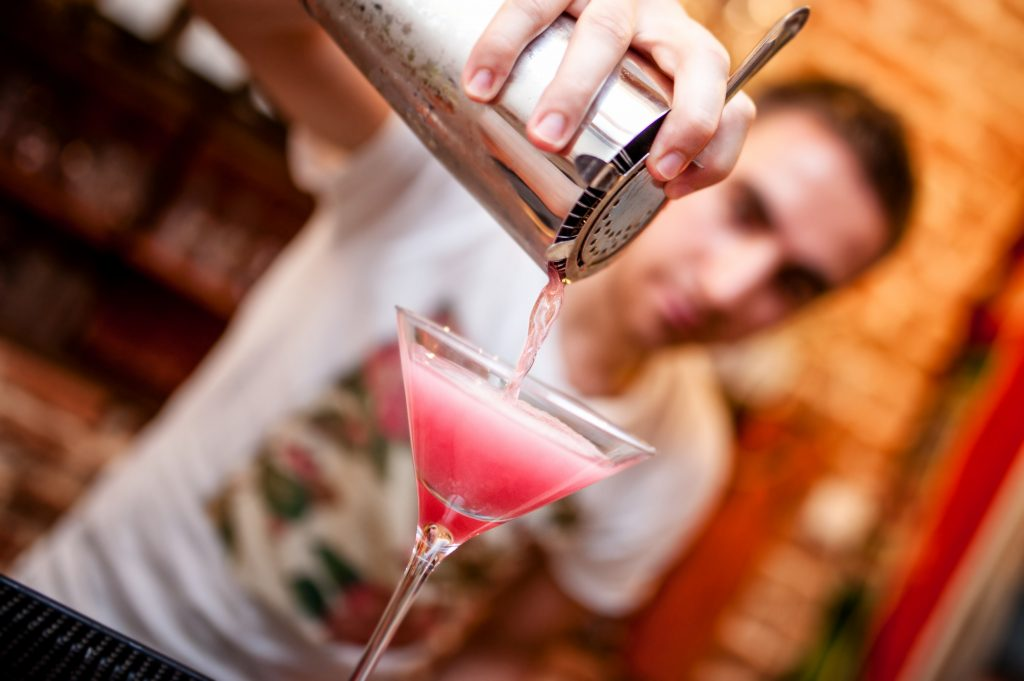Hire a mobile bartender for home cocktail class or bar service